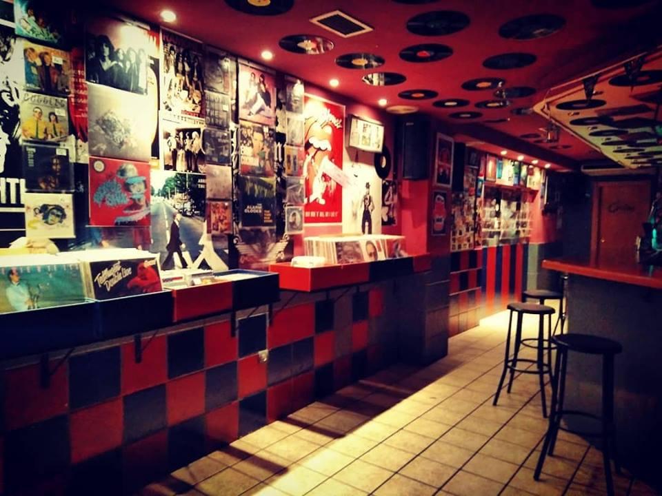 Bar y tienda de discos de vinilo
